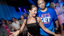 Танцевать под музыку и танцевать музыкально